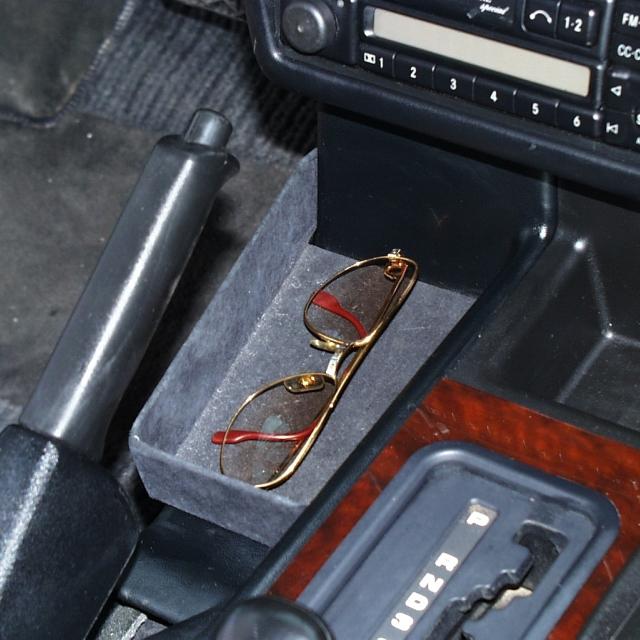 Ablage unter Handbremsgriff schwarz, Mercedes G -11/2000